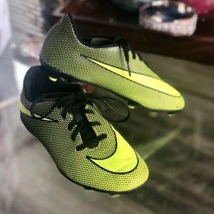 NIKE soccer cleats size 4
